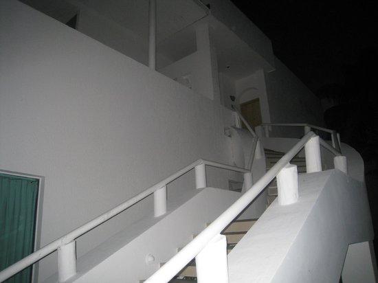 Hotel Los Cocos: accès menant aux chambres à l'étage