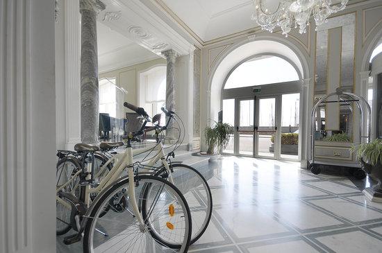Grand Hotel Santa Lucia: Corridoio