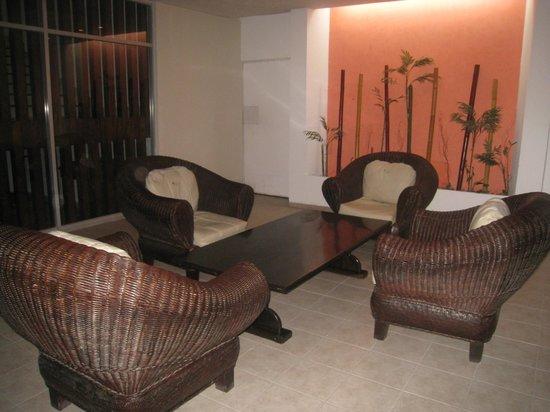 Hotel Los Cocos: salon proche du lobby