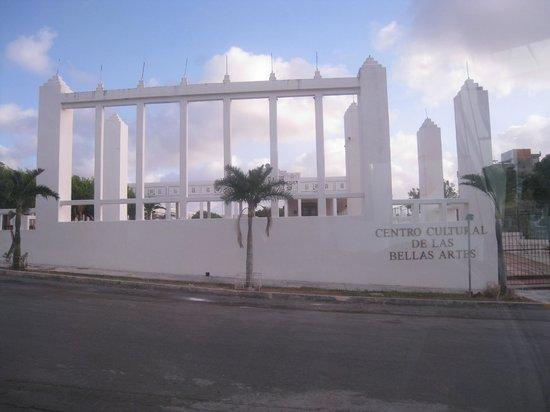 Hotel Los Cocos: en face de l'hôtel