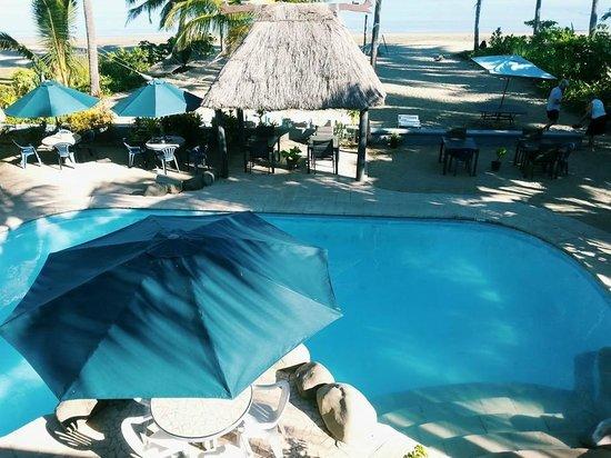 Aquarius On The Beach : piscine vue de la terrasse