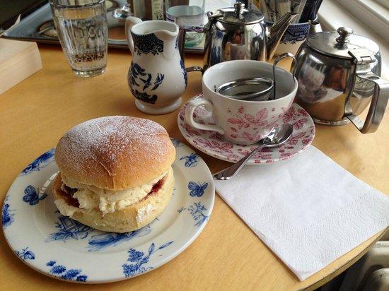 Crieff Hydro Hotel and Resort: Cream tea in the winter garden