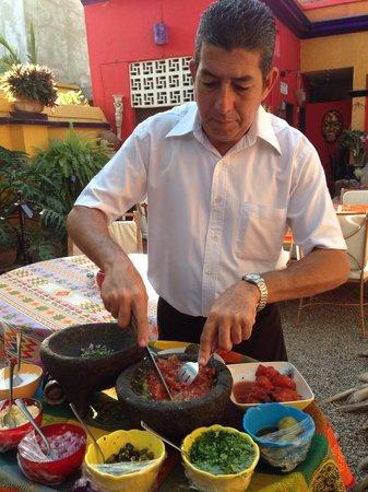 Topolo: Preparando la salsa buen detalle lugar bastante agradable vale la pena