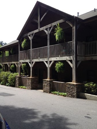 Mitchell's Lodge & Cottages : Two story lodge