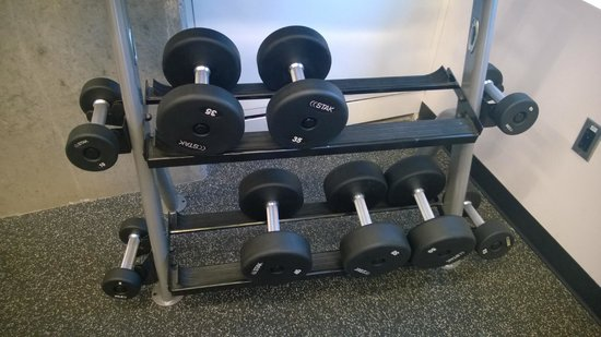 ALT Hotel Halifax Airport : Gym - Dumbbells go up to 50 pounds
