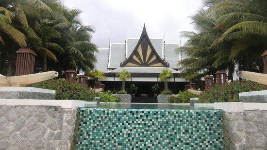Natai Beach Resort & Spa, Phang-nga: lobby from swimming pool