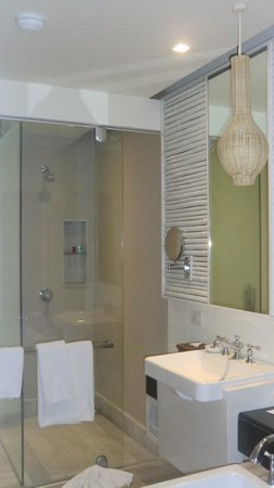 Natai Beach Resort & Spa, Phang-nga : Bathroom