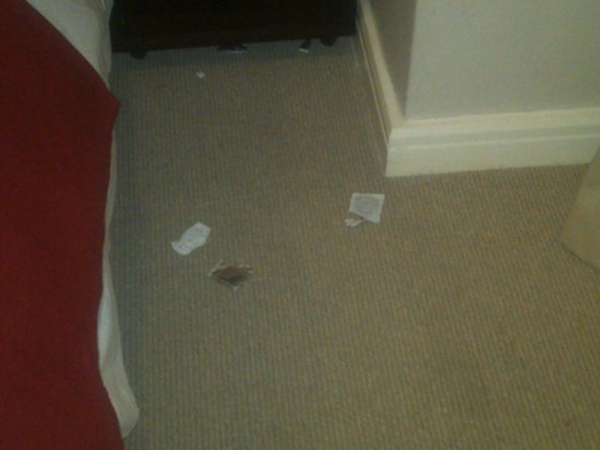 Rockwell All Suite Hotel: Used Condoms in room 413