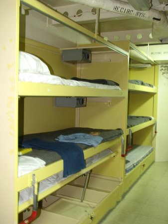 USS Wisconsin : Bunks