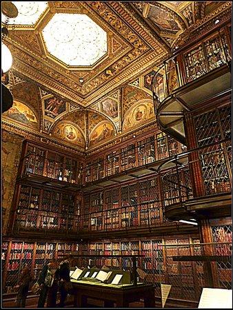 The Morgan Library & Museum: La sala principale con caminetto