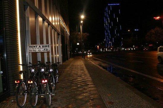 ONE80 Hostels Berlin : У хостела