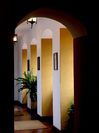 Hacienda La Cienega: Rooms corridor