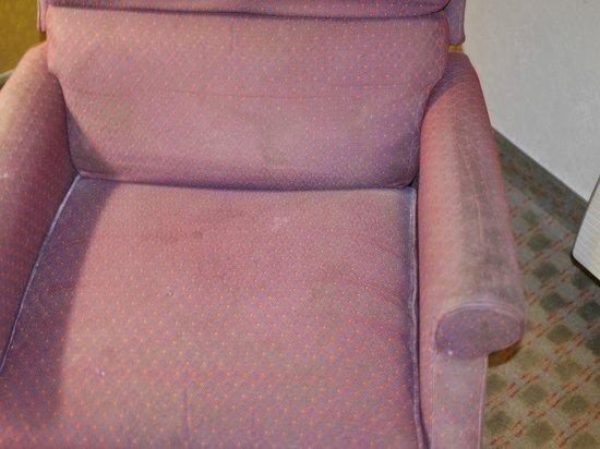 Days Inn Norton VA: old dirty chair