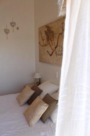 Hotel Le Mediterranee : Bett