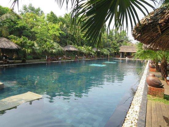 Pilgrimage Village: großer Pool