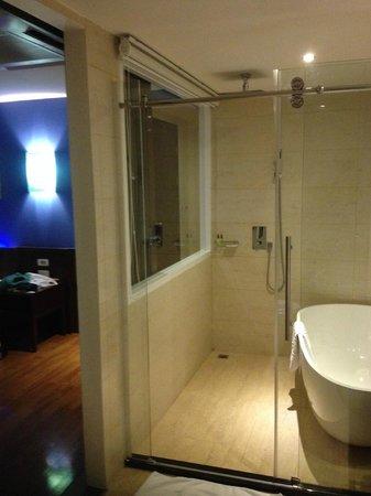 Hotel Mermaid Bangkok : Bagno della camera Deluxe