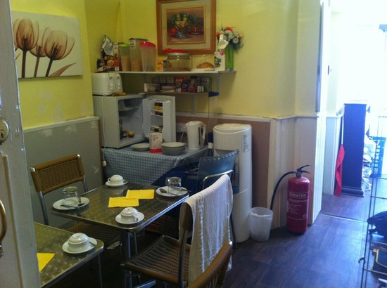 Gilmore City Centre Guest House: The dining room