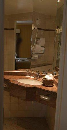 Losby Gods Manor: Spacious bathroom