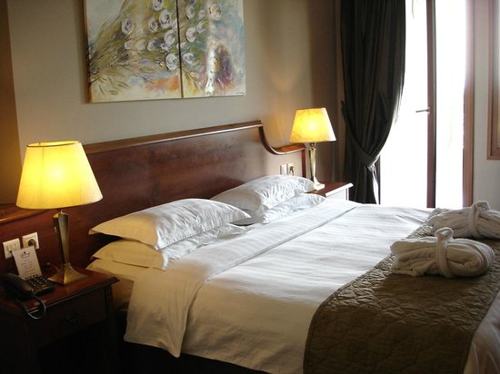 Royal Hotel: room