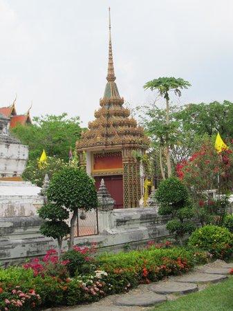 Wat Rakang Kositaram: Superb additional features