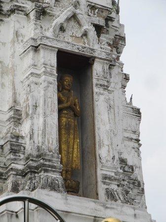 Wat Rakang Kositaram: Some of the detailing