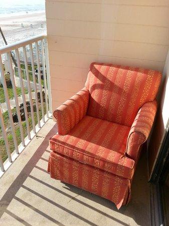 Makai Beach Lodge: Patio Furniture ?