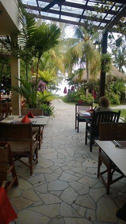 PARKROYAL Penang Resort, Malaysia : Outdoor beakfast area