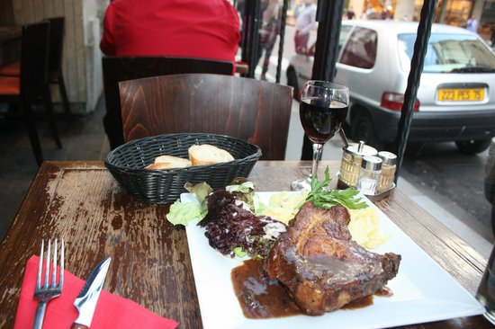 cafe Roussillon: Porc chop mashed potatoes and a glass of