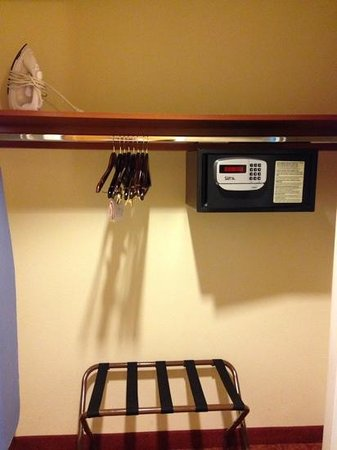 South Point Hotel, Casino and Spa: closet