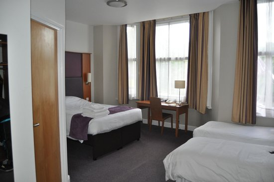 chambre familiale picture of premier inn london. Black Bedroom Furniture Sets. Home Design Ideas