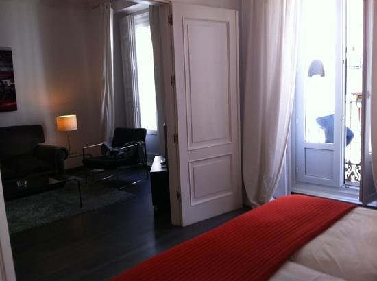 Suite Prado Hotel: room view from bed