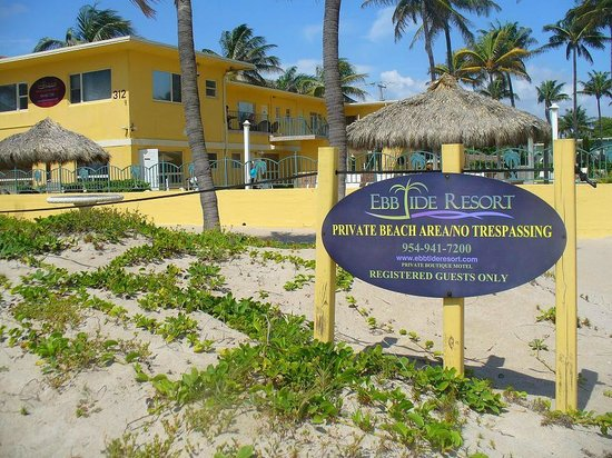 Ebb Tide Oceanfront Resort in Pompano Beach, Florida: EbbTide Resort from the Beach