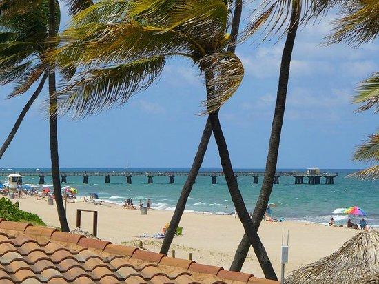 Ebb Tide Oceanfront Resort in Pompano Beach, Florida: EbbTide Patio View of Pier