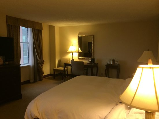 Hilton Fort Worth: Corner room