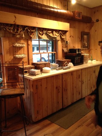 Mitchell's Lodge & Cottages: Breakfast bar