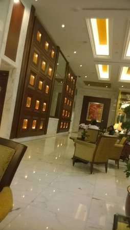 Shangri-La Hotel, Singapore: The view of lobby