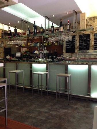 Malak Bistro: Bar at Malak