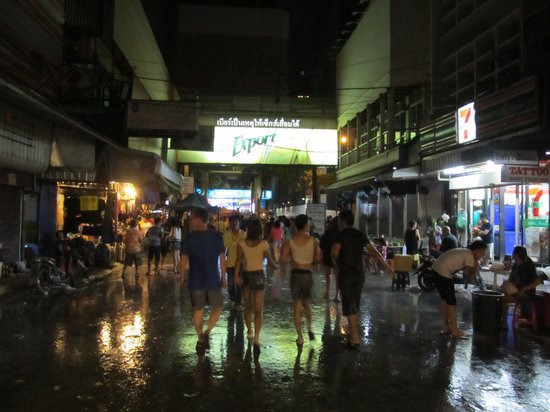 how to go patpong night market