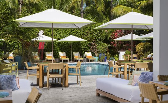 Parrot Key Hotel and Resort : Onsite Poolside Dining at Cafe Blue