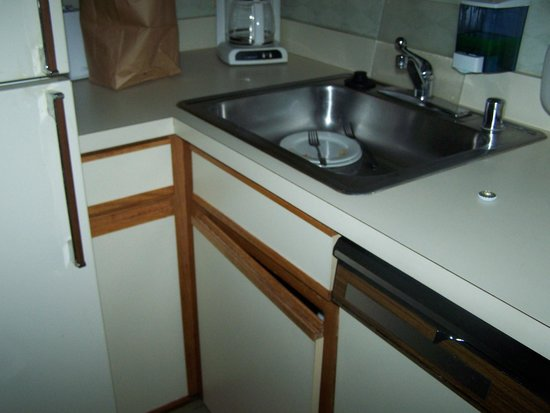 Georgetown Suites: under sink cabinet wouldn't stay shut