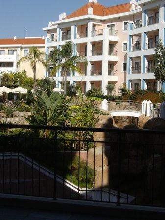 Hilton Vilamoura As Cascatas Golf Resort & Spa : Hotel grounds