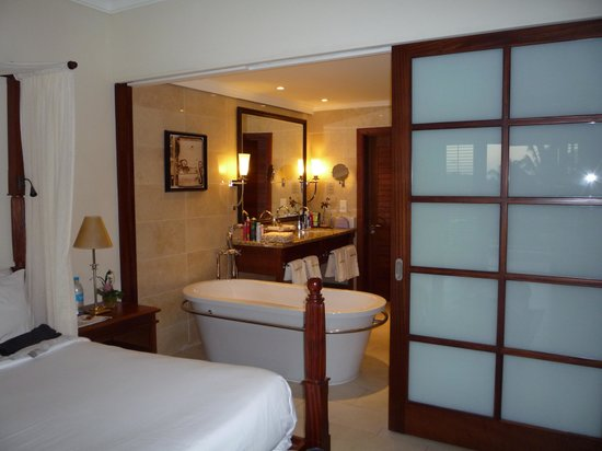 Maritim Resort & Spa Mauritius: EXcellent room with sliding screen