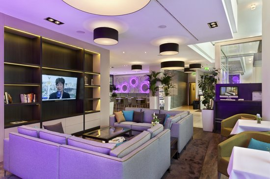Citadines Kurfuerstendamm Berlin: Lobby Lounge with 55 inch TV