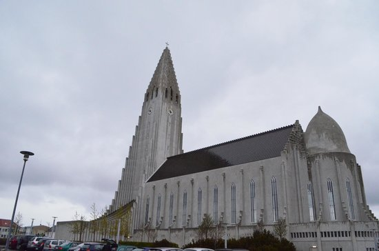 Hallgrimskirkja: View from the side