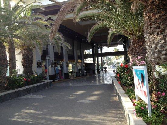 Hotel Riu Palace Maspalomas: Вход в отель