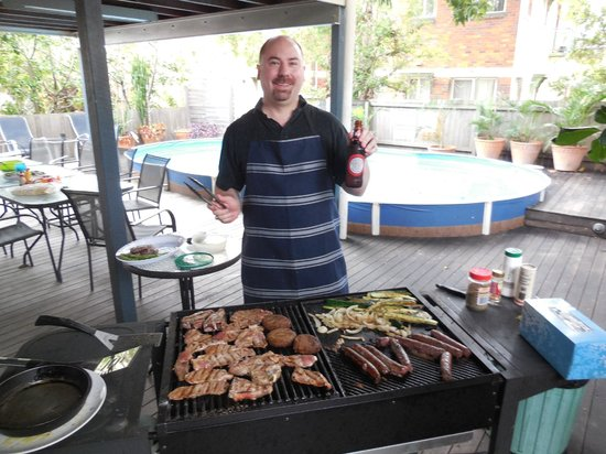 Bowen Terrace International Accommodation: They let me (the American) grill!