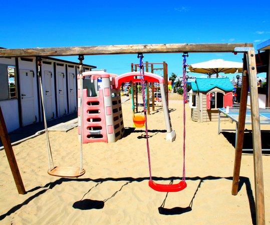 Parco giochi per i bimbi - Foto di Bagno Capo Nero, Cesenatico ...