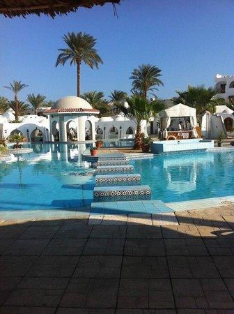 Sonesta Beach Resort & Casino : центральный бассейн