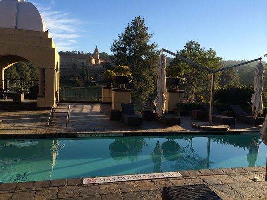 Sheraton Pretoria Hotel: Pool and terrace
