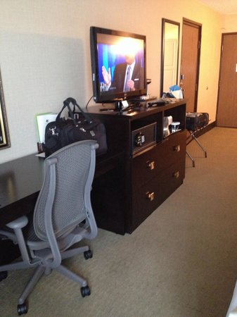 DoubleTree by Hilton Wichita Airport: Nice and chair